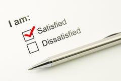 满意的挑选概念 消费者满意程度反馈 顾客服务评估 与笔的明显的复选框 库存图片