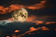 满月和日落天空 库存照片