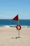 滩头识别旗危险等级高警告 免版税库存图片