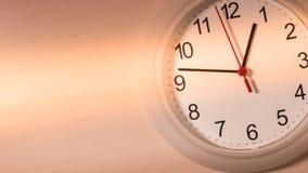 滴答作响的时钟显示一个小时 免版税图库摄影