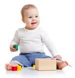 漂亮的孩子五颜六色的培训玩具 库存照片