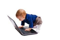 漂亮的孩子和膝上型计算机 免版税库存图片