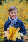 漂亮的孩子男孩画象秋天自然的 免版税图库摄影