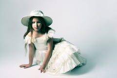 漂亮的孩子礼服女孩白色 免版税图库摄影