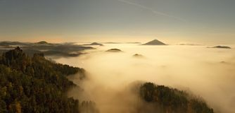 漂泊萨克森瑞士的山 免版税库存图片