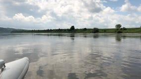 漂流在德诺尔河的一艘筏 影视素材