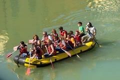 漂流在维罗纳-阿迪杰河 免版税图库摄影
