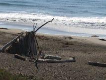 漂流木头圆锥形帐蓬 免版税库存照片