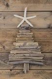 漂流木头和海星圣诞树 图库摄影