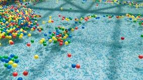 漂浮和移动在水中的色的球