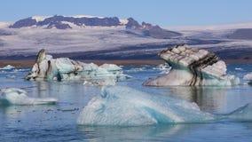 漂浮在冰河湖Jokulsarlon,冰岛的冰大块 影视素材