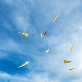 漂浮在天空的纸火箭 库存照片