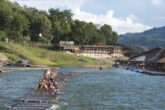 漂浮在河的游人 库存图片