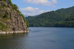 漂浮在湖的小船 库存照片