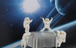 漂浮在空间的黑背景中的宇航员 图库摄影