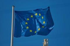 漂浮在风的EU旗子 免版税库存照片