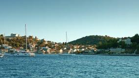 漂浮沿达尔马希亚海岸的风船 影视素材