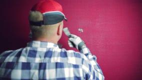 漆滚筒范例 得心应手的人用补白填装一个孔 议院整修 影视素材