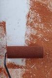 漆滚筒表面铜油漆里面在公寓关闭 库存照片