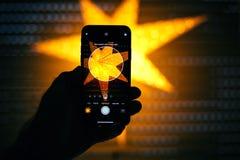 演出纵向印刷的轻的设置在新的苹果计算机iPhon 免版税库存照片