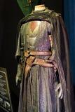 演员和支柱原始的服装从电影`王位`比赛在巴塞罗那海博物馆的前提  免版税图库摄影