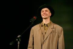 年轻演员读了退伍军人的诗人的诗 免版税库存图片