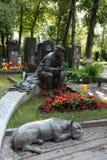 演员Novodevichy公墓的尤里尼库林坟墓在莫斯科 库存图片