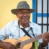 演奏传统音乐的音乐家在哈瓦那 免版税库存图片