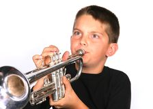 演奏喇叭青年时期 免版税库存图片