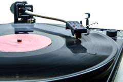 演奏在乙烯基音频圆盘的音乐的减速火箭的党dj转盘 高保真audiophile轮桌设备 图库摄影
