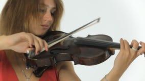 演奏在她音乐会的有天才的女孩小提琴手 股票视频