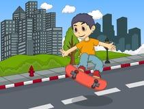演奏在街道动画片的小男孩滑板 库存图片
