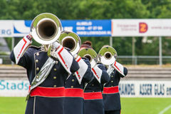 演奏实况音乐的军乐队在表现期间 库存照片