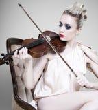 演奏小提琴妇女 库存图片