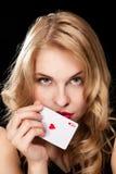 演奏年轻人的赌博的女孩 免版税库存图片