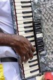 演奏手风琴的音乐家在普遍的宗教节日 免版税库存照片