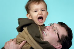 演奏爸爸和儿子 免版税库存照片