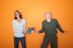 演奏玩具的夫妇毛皮 免版税库存图片