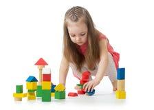 演奏玩具的小女孩隔绝在白色背景 图库摄影