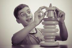 演奏玩具的男孩 老广告概念 库存图片