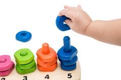 演奏玩具的婴孩手 免版税库存图片