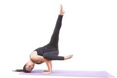 演奏瑜伽被隔绝的白色背景的妇女 免版税库存照片