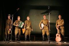 演奏的观众-第二次世界大战的退休人员、年长退伍军人和他们的亲戚 图库摄影