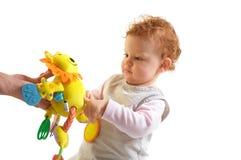 演奏红头发人的婴孩 免版税库存照片