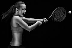 演奏网球妇女年轻人 免版税库存照片