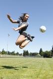 演奏足球妇女年轻人 免版税库存照片
