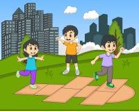 演奏跳房子的孩子在公园动画片 库存照片