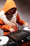 演奏转盘乙烯基的dj音乐 库存照片