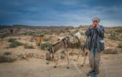 演奏长笛的牧羊人 免版税库存图片