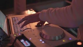 演奏集合的节目播音员的手在党,夜总会大气 影视素材